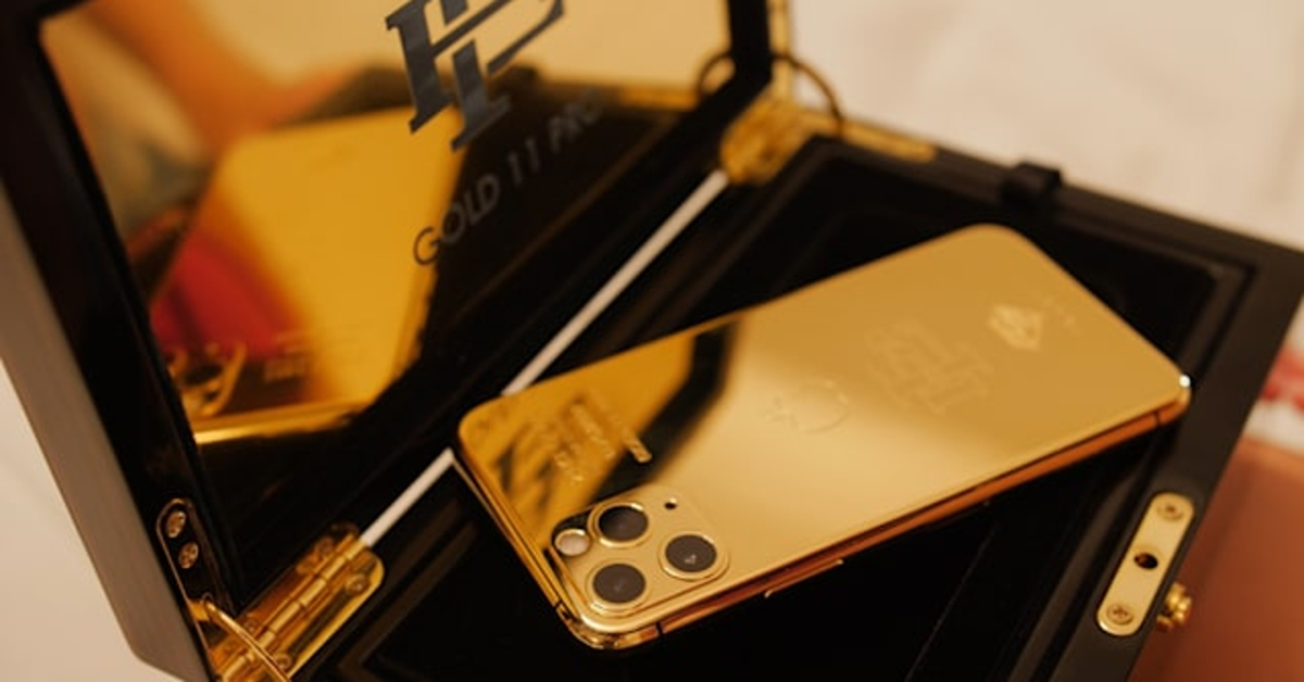 Brácha narkobarona Escobara prodává zlaté iPhony. Za podezřele nízkou cenu