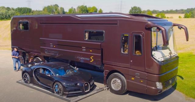 Obytňák Volkner vsobě ukrývá bugatti. Stojí přes 150 milionů