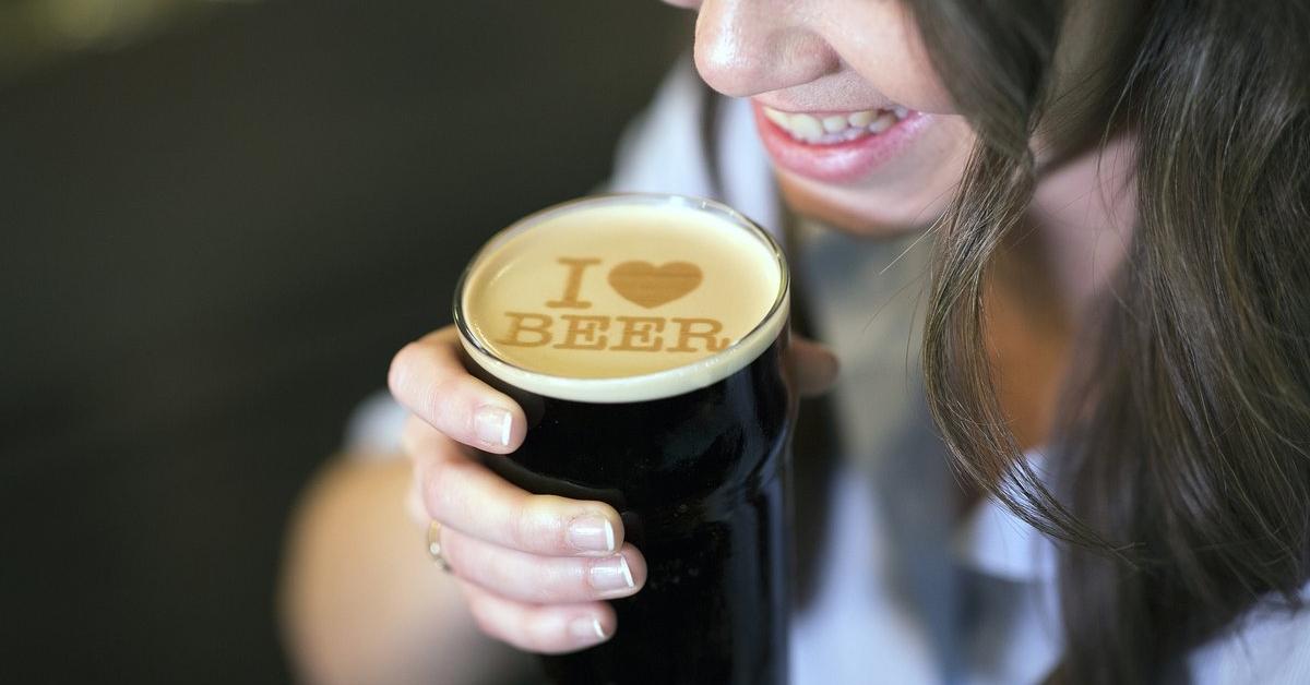 Tiskárna na pivní pěnu vám ozdobí pivko textem nebo fotkou