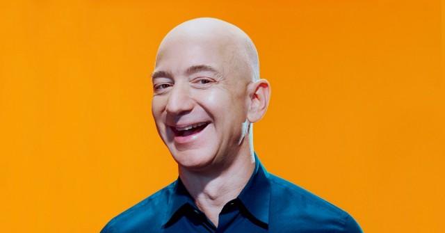 Amazon sype. Nikdo není bohatší než Jeff Bezos