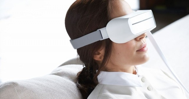 VR? Cosplay? Funkci tohohle headsetu neuhodnete