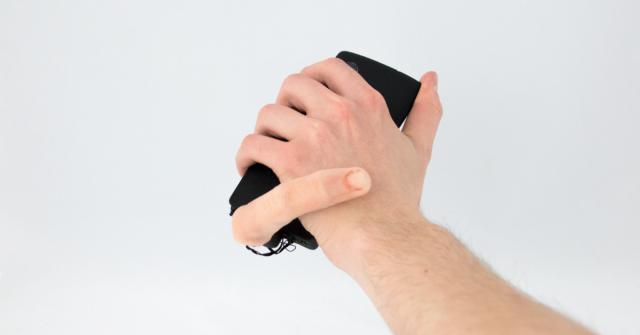 Bože! Mobil s prstem je děsivý i praktický