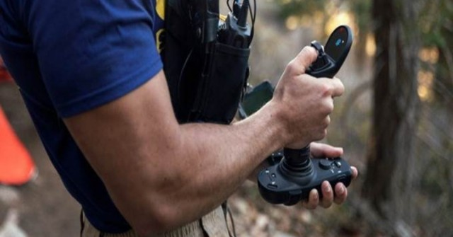 Stačí jeden! Joystick pro drony vám uvolní ruku