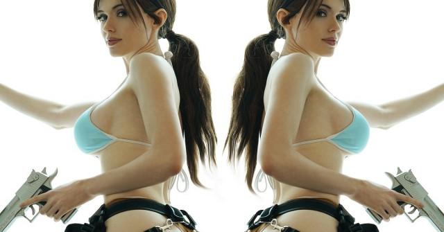 Cosplay týdne: Amouranth jako minimalistická Lara Croft