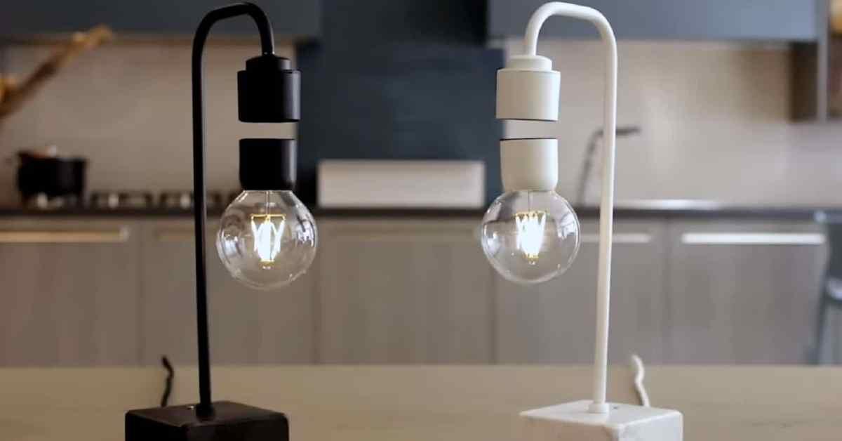 Nudí vás vaše lampička? Zkuste levitující žárovku